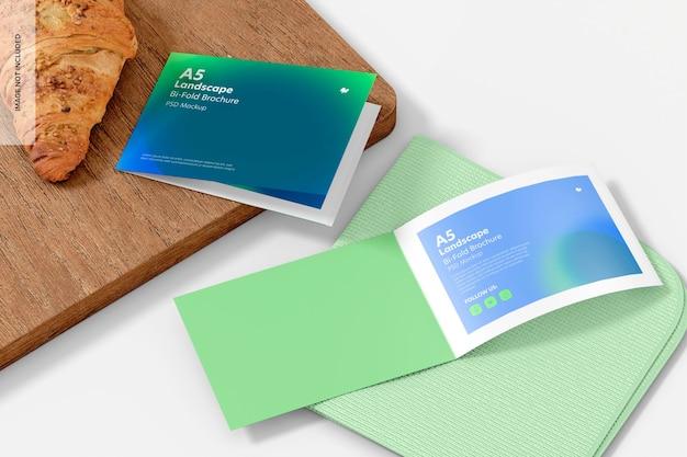 Modelo de folheto de duas dobras com paisagem a5