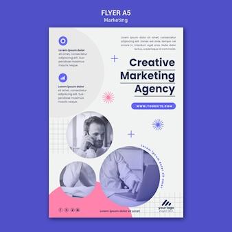 Modelo de folheto de estratégia de marketing