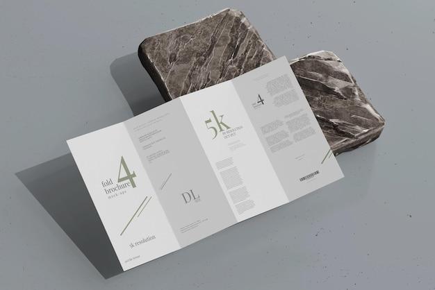 Modelo de folheto de quatro dobras tamanho dl