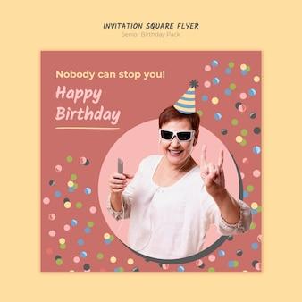 Modelo de folheto quadrado convite de aniversário sênior