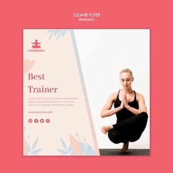 Modelo de folheto quadrado de aulas de meditação com foto de mulher exercitando