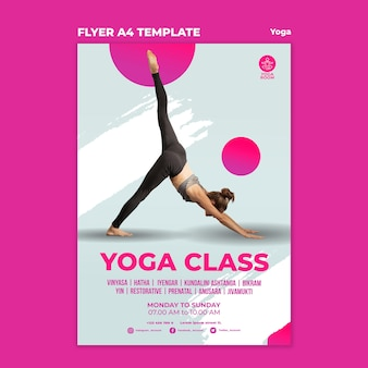 Modelo de folheto vertical para aula de ioga com mulher