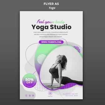 Modelo de folheto vertical para aulas de ioga