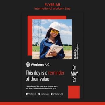 Modelo de folheto vertical para celebração do dia do trabalhador internacional