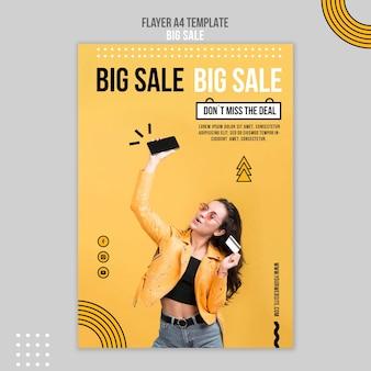 Modelo de folheto vertical para grande venda com mulher