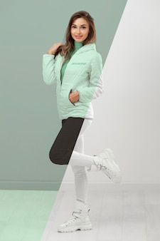 Modelo de foto completa vestindo roupas de inverno