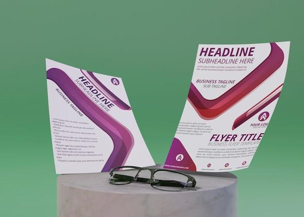 Modelo de identidade corporativa do negócio para flyer e óculos