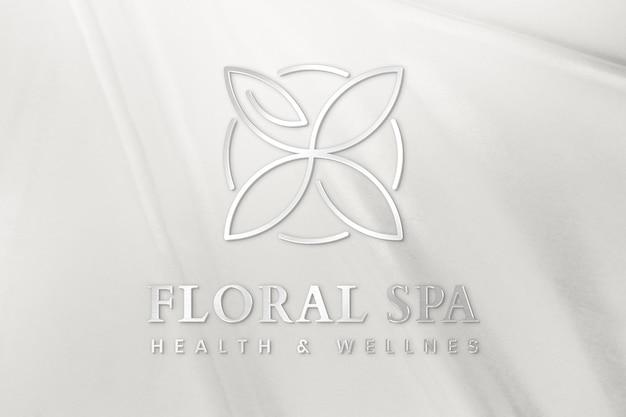 Modelo de logotipo comercial floral psd em fonte metálica prata