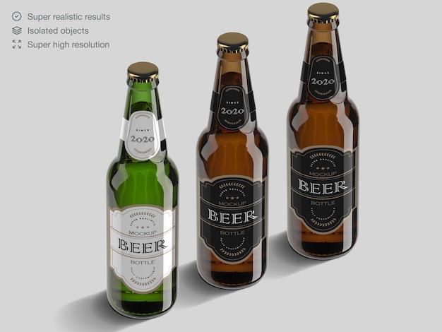 Modelo de maquete de garrafa de cerveja de vidro marrom e verde realista de alto ângulo