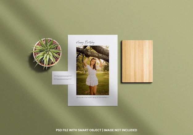 Modelo de maquete polaroid de moldura quadrada para fotos psd premium