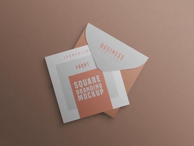 Modelo de marca quadrada com cartão de visita e envelope Psd grátis