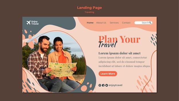 Modelo de página de destino para mochila viajando com casal