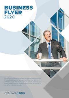 Modelo de panfleto de negócios abstrato e moderno