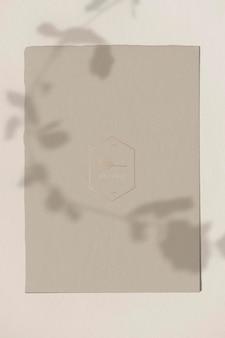 Modelo de papel artesanal marrom vintage em branco