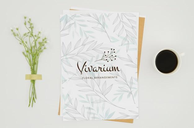 Modelo de papel minimalista em fundo branco