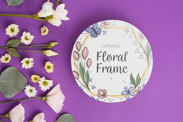 Modelo de papel redondo com flores para a primavera