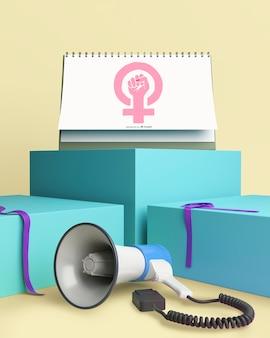 Modelo de poder feminino com megafone