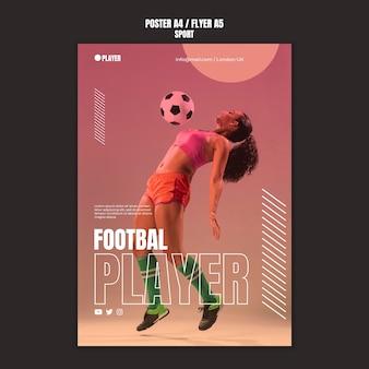 Modelo de pôster de esporte com foto de mulher jogando futebol