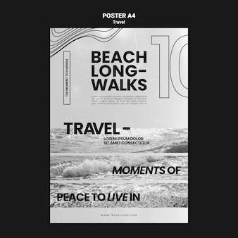 Modelo de pôster vertical monocromático para longas caminhadas relaxantes na praia