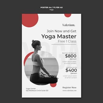 Modelo de pôster vertical para aula de ioga com instrutora