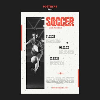 Modelo de pôster vertical para futebol com jogador feminino