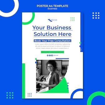 Modelo de pôster vertical para solução de negócios com foto monocromática