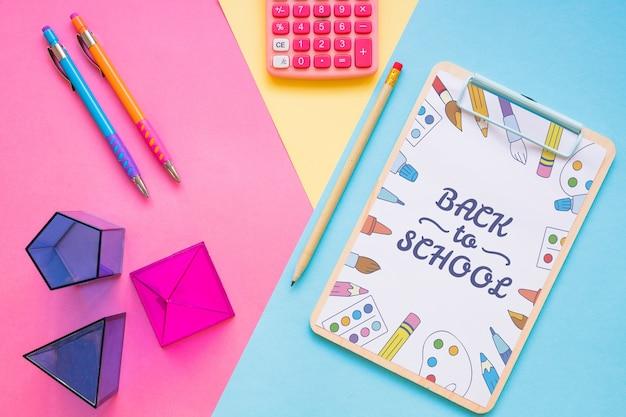 Modelo de prancheta com volta ao conceito de escola