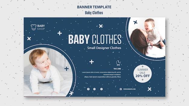 Modelo de roupas de bebê