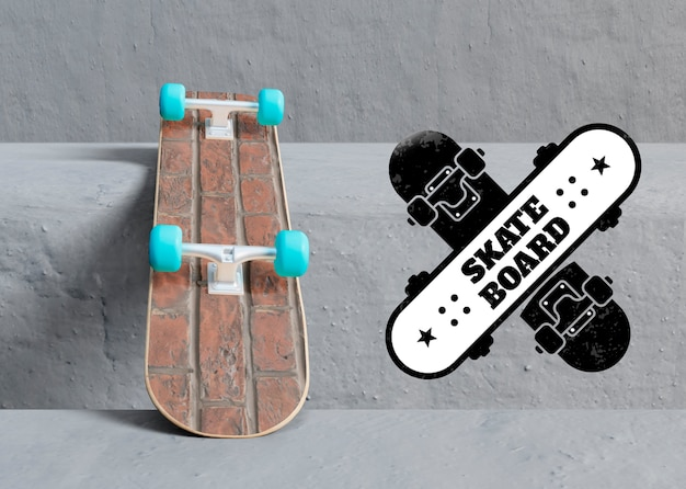 Modelo de skate ao lado do logotipo