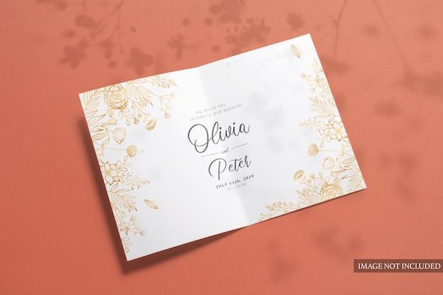 Modelo dobrado dobrado cartões de felicitações