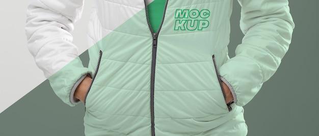 Modelo vestindo jaqueta maquete média tiro