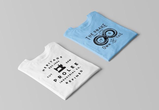 Modelos de camisetas dobradas em perspectiva renderização isolada