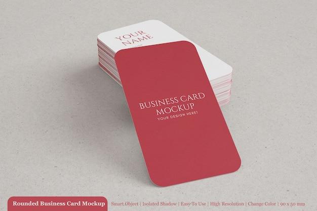 Modelos de maquete de cartão de identidade vertical arredondados premium editável