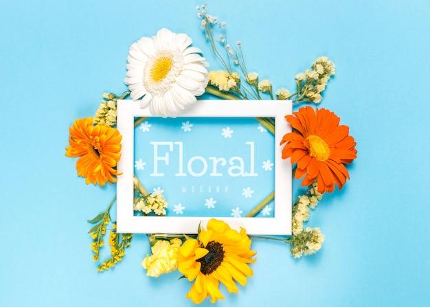 Moldura branca com flores coloridas