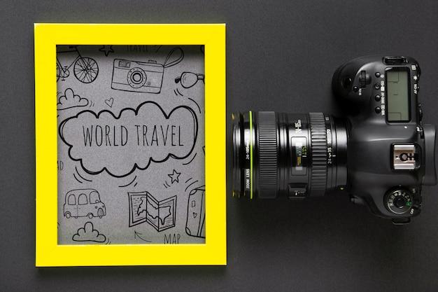 Moldura com mensagem para viajar e câmera