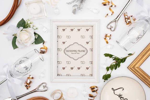 Moldura de convite de casamento bonito com maquete