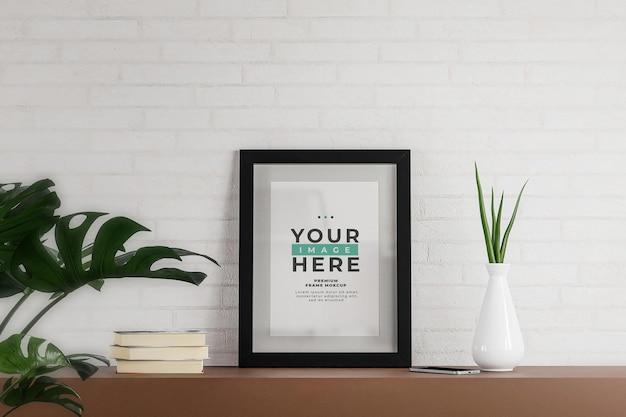 Moldura de foto mockup pôster parede de tijolo branco minimalista