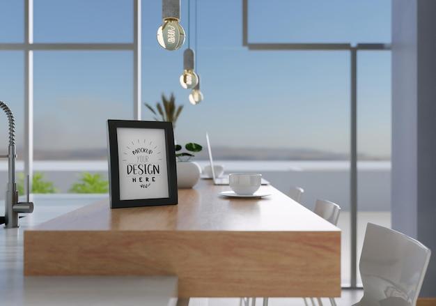 Moldura de foto na maquete da sala de jantar