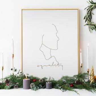 Moldura dourada de igualdade por velas cônicas