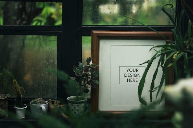 Moldura e plantas