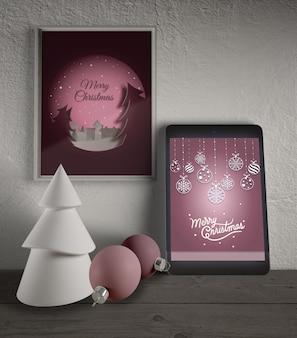 Moldura e tablet com tema de natal