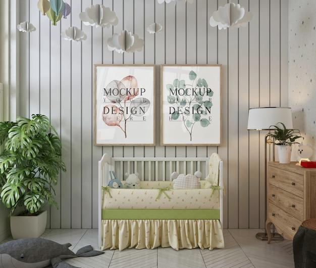 Molduras de pôster de maquete em um quarto de bebê branco simples