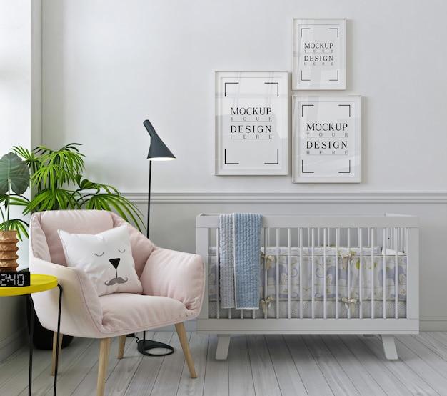 Molduras de pôster de maquete no quarto do bebê branco com poltrona rosa