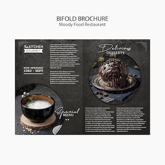 Moody comida restaurante bifold brochura conceito mock-up