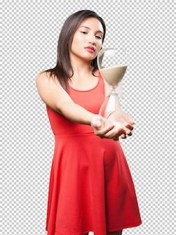 Mulher asian, segurando, um, temporizador areia