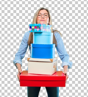 Mulher bonita sênior com conceito de caixa de presente