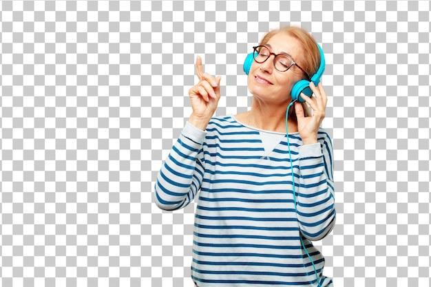 Mulher bonita sênior ouvindo música com um fone de ouvido