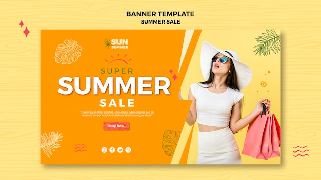 Mulher com banner de venda de verão de óculos de sol