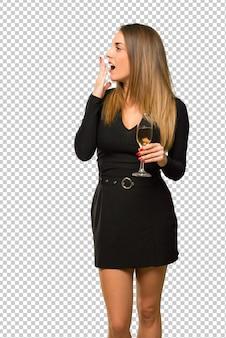 Mulher, com, champanhe, celebrando, ano novo, 2019, bocejando, e, cobertura, boca, com, mão