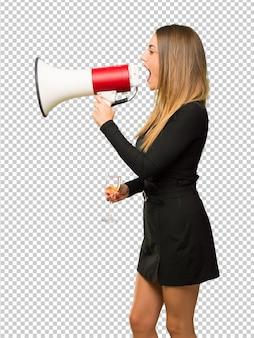 Mulher, com, champanhe, celebrando, ano novo, 2019, shouting, através, um, megafone